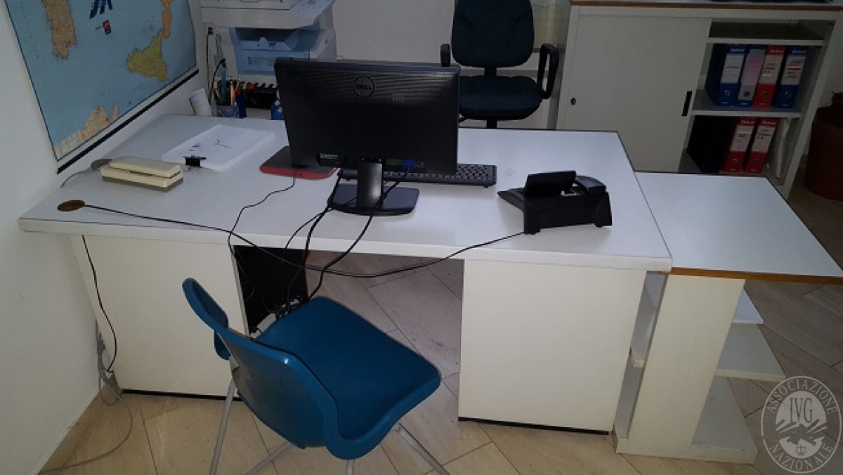 Libreria Ufficio Con Ante : Arredo ufficio con scrivanie pc mobili