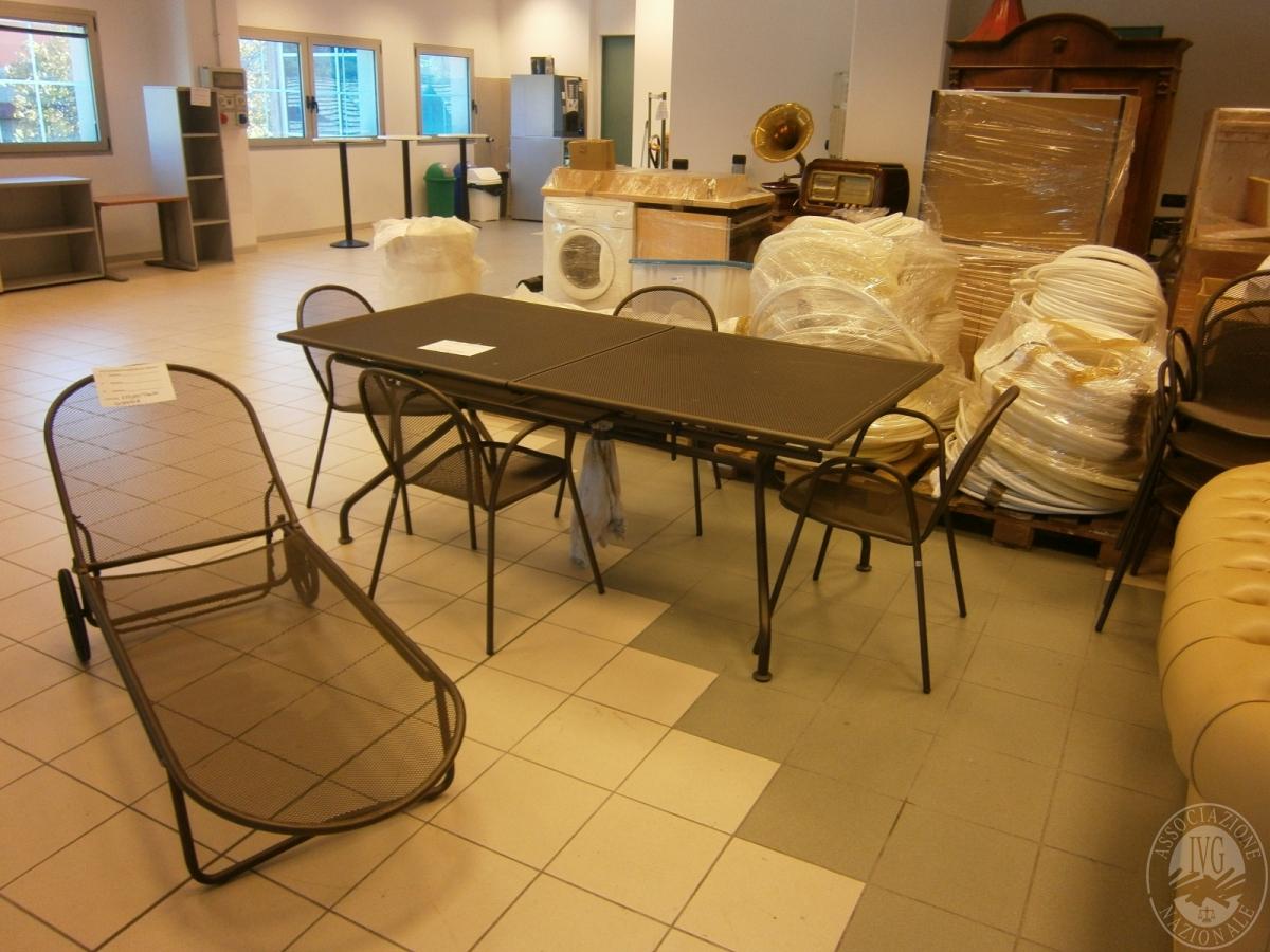 Set mobili da giardino con tavolo e sedie for Set mobili da giardino
