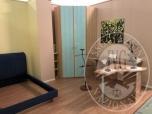 Immagine di Camera da letto completa di struttura letto, comodino, 2 scrivanie, armadio a due ante, 3 lampade in ferro, 1 servo muto