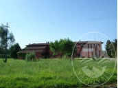 Agriturismo con camere a annessi rustici e terreni.