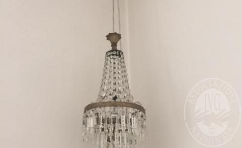 Immagine di Lotto 7: Lampada con pendenti in cristallo