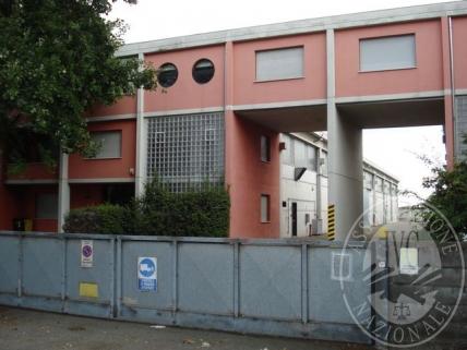Piena proprieta' porzione di capannone a schiera con antistanti uffici in Parma