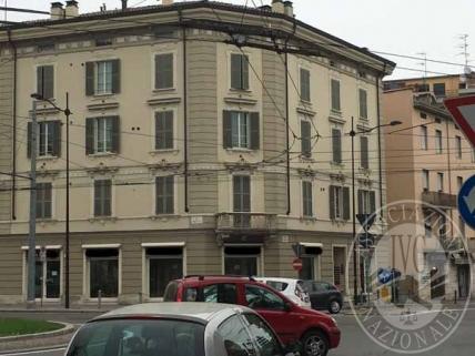 Lotto 1: piena proprieta' unita' direzionale in Parma